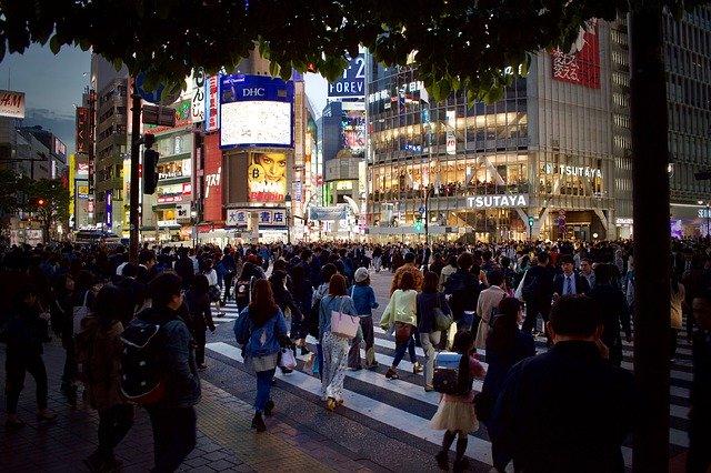 ごった返した日本の街