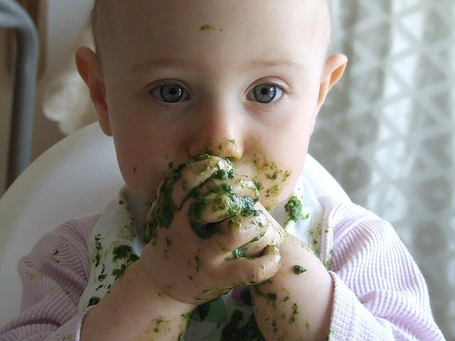 食べ方が汚い赤ちゃん