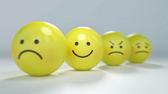 4つのボールに様々な表情