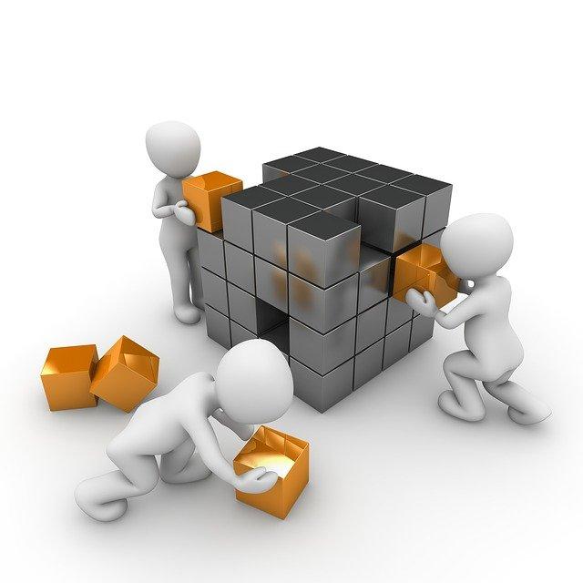 キューブを構築している三人の技能