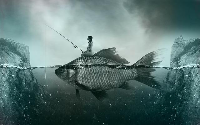 魚に乗った女性が釣りをしている